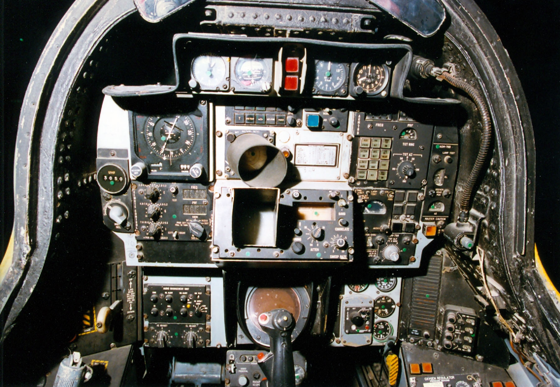 F 14 Rear Cockpit Displaying 18> ...